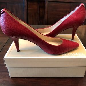 Michael Michael Kors Red Embossed Leather pumps
